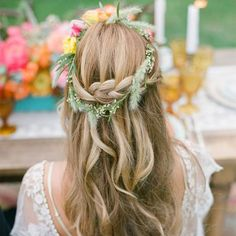 Couronne d'herbes sauvages / coiffure fleurie mariage / flowers in the hair wedding