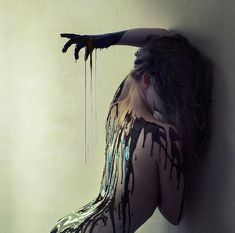 Brooke Shaden  http://www.extramoeniart.it/in-punta-di-mouse/i-racconti-fotografici-di-brooke-shaden