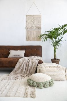 49 Classy Bohemian House Design Ideas With Natural Textures To Have - Laid-back luxe bohemian interiors are the perfect balance to the conundrum of city life. Aesthetically appealing with a touch of history the chic bohe. Boys Room Decor, Boy Room, Tinta Natural, Lorena Canals Rugs, Washable Area Rugs, Hygge Home, Bohemian House, Living Room Flooring, New Home Designs