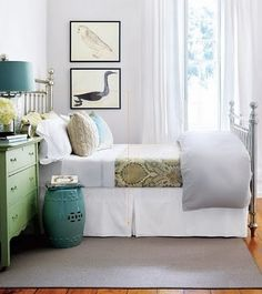 This would work out perfectly in our tiny bedroom! Love the use of colour! :o)
