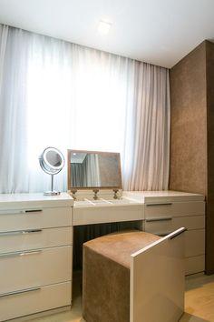 Maquiagem, closet do casal Interiores | Amarone Camila Casotti Arquitetura