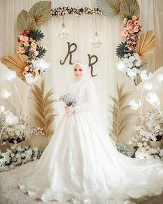 Muslim Wedding Gown, Hijabi Wedding, Wedding Hijab Styles, Kebaya Wedding, Muslimah Wedding Dress, Muslim Wedding Dresses, Dream Wedding Dresses, Bridal Dresses, Wedding Gowns