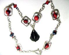 Collier géométrique noir et rouge, collier pendentif en cristal de Swarovski, Collier carré, Long collier en perles