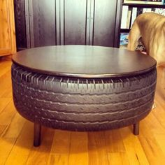 Don't throw away your old tires! You can use them to build impressive and rustic furniture. Tire Furniture, Smart Furniture, Furniture Logo, Recycled Furniture, Rustic Furniture, Automotive Furniture, Automotive Decor, Handmade Furniture, Furniture Design