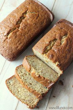 The Best Banana Bread Recipe ever - always so soft and so delicious! { lilluna.com }