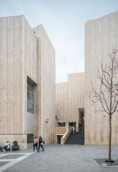 Gallery of Rafael Moneo's Beirut Souks Explored in Photographs by Bahaa Ghoussainy  - 17