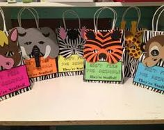 LIZ Zoo Birthday Party Decorations love the burlap runner and