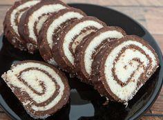 Odlična sladica, ki prija v vseh letnih časih! Cake Roll Recipes, Dessert Recipes, Czech Recipes, Ethnic Recipes, Hungarian Desserts, Sleepover Food, Waffle Cake, Easy Sweets, Kolaci I Torte