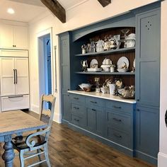 See more than 25 popular dark paint colors used in real rooms. Brands include Benjamin Moore, Sherwin Willams, Behr, PPG, Valspar & more. Paint Color Combos, Dark Paint Colors, Living Room Colors, Living Room Sets, Best Sherwin Williams Paint, Southern Living Rooms, Rectangular Living Rooms, Paint Your House, Farmhouse Kitchen Tables