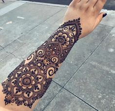Explore latest Mehndi Designs images in 2019 on Happy Shappy. Mehendi design is also known as the heena design or henna patterns worldwide. We are here with the best mehndi designs images from worldwide. Henna Tattoo Designs Arm, Indian Henna Designs, Best Mehndi Designs, Arabic Mehndi Designs, Bridal Mehndi Designs, Mehndi Designs For Hands, Wedding Designs, Henna Tattoo Sleeve, Mehndi Tattoo