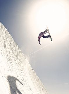 Extreme  snowboarder