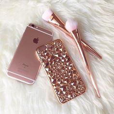 Beautiful and unique our Rose Gold Tropix Case will be sure to turn heads! Design made out of flexible TPU fitting over your iPhone like a glove. This is NOT a flat case Flexible and bendable while providing protection for your iPhone Cute Cases, Cute Phone Cases, Iphone 6 Cases, Style Rose, Rose Gold Aesthetic, Telephone Iphone, Tout Rose, Gold Everything, Accessoires Iphone