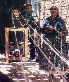 ÍPEK DOCUMACILIK (Weaving of silks). Buldan (near Denizli), 1970s.