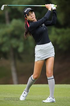 Expert Golf Tips For Beginners Of The Game. Golf is enjoyed by many worldwide, and it is not a sport that is limited to one particular age group. Not many things can beat being out on a golf course o Girl Golf Outfit, Cute Golf Outfit, Sexy Golf, Girls Golf, Ladies Golf, Golf Images, Golf Magazine, Golf Attire, Golf Tips For Beginners