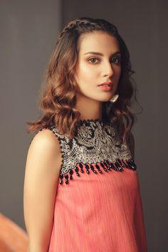 Iqra Aziz, Casual Summer, Designer Collection, Latest Fashion Trends, Lawn, Casual Dresses, Pose, Neckline, Suits