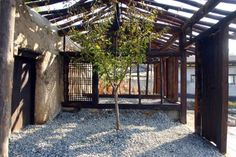 Hanok Garden, a landscape project in South Korea by Y Design Office, strips one of the older Korean traditional courtyard houses into its barebones. Traditional Office, Traditional House, Korean Traditional, Outdoor Seating, Outdoor Spaces, Barn Storage, Garden Design, House Design, Rural House
