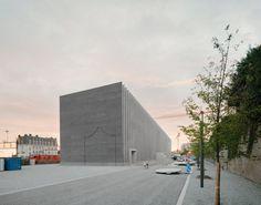 Barozzi Veiga designs Musée cantonal des Beaux-Arts Lausanne with ridged brick facade. S Brick, Brick Facade, Lausanne, Exhibition Space, Museum Exhibition, New Museum, Ground Floor Plan, Urban Setting, Architectural Features