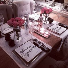 Discover thousands of images about Dining room and table decor inspiration Decoration Chic, Decoration Inspiration, Decor Ideas, Gift Ideas, Deco Rose, Deco Table, Deco Design, Dinner Table, Night Table