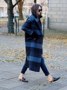 how to look got in the cold winter streetstyle fashionblogger helloshopping nina popovic plaid oversized wool coat