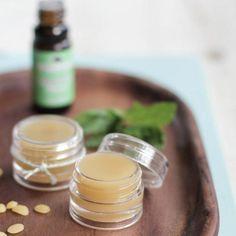 Beauté naturelle : 14 recettes de baume à lèvres DIY
