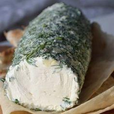 Смешав кефир со сметаной, через два дня Вы получите божественную закуску! Сливочный домашний сыр Что может быть вкуснее приготовленной с любовью домашней еды! Сыр можно подать в качестве закуски, добавить в салат или намазать утром на тост. Ингредиенты Сметана 500 мл Кефир 500 мл Укроп 1 пуч. Соль 1 ч. л Приготовление Сложите марлю в 6 раз. Застелите марлей дуршлаг. Смешайте кефир, сметану, добавьте соль и вылейте массу в подготовленную посуду. Накройте и поставьте под гнет, отправьте в хо