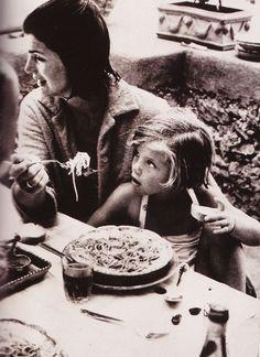 Jackie Kennedy eats spaghetti with Caroline in Italy.