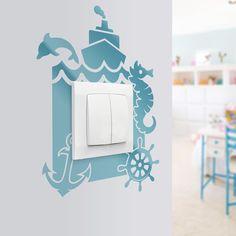 Morskie klimaty na Twoich ścianach. Naklejka pod kontakt dla pokojów dziecięcych i nie tylko. Doskonale sprawdzi się również w przedszkolach, gdzie ściany są szczególnie narażone na zabrudzenia.