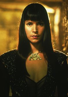 Patricia Velasquez as the Marcasian empress, Caroline Faroukh. Still from The Mummy Returns.