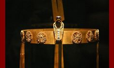The Diadem or Crown of Princess Sit-Hathor Yunet from her tomb. She was the daughter of the dynasty pharaoh, Senusret II, and the sister of pharaoh Senusret III. This masterpiece of Ancient Egyptian art work is now located in the Cairo Museum. Egypt Jewelry, Ancient Egyptian Jewelry, Black And Silver Dress, The Royal Collection, Circlet, Ancient Civilizations, Egyptians, Tiaras And Crowns, Gods And Goddesses