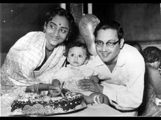 Geeta Dutt tragedy listener or a lot of fans know. How many people know Gita Roy? Gita Bhishan, the daughter Bollywood Couples, Film Industry, Love Birds, Love Life, Love Story, Couple Photos, Couple Photography, Couple Pics