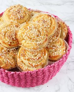 Vaniljsmörbullar – Lindas Bakskola Best Dessert Recipes, Fun Desserts, Delicious Desserts, Yummy Food, Chocolat Cake, Coffee Bread, Cookie Cake Pie, Swedish Recipes, Bagan