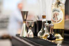 La ricetta originale del Vermouth è del 1891 e prevede l'uso di china, rabarbaro, zucchero imbiondito sul fuoco, artemisia e agrumi e l'infusione di alcuni legni nobili e balsamici   Bava Winery