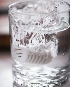 It takes only 60 seconds to eliminate major impurities from your glass of water Water Filter, Shot Glass, Filters, Eco Friendly, Tableware, Dinnerware, Tablewares, Water Purification, Dishes