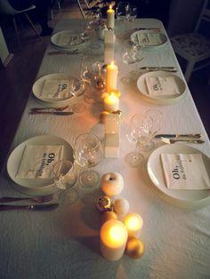 Heiligabend mit der Familie - Tischdeko in weiß und gold