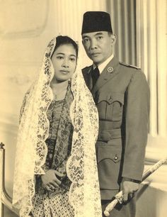 Make Money Photography, Vintage Photography, Couple Photography, Indonesian Women, Dutch East Indies, Don Juan, Traditional Wedding Dresses, Pre Wedding Photoshoot, Historical Pictures