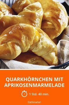 Quarkhörnchen mit Aprikosenmarmelade - mittel - Eine Rezeptidee von EAT SMARTER | Hefeteig, Quark-Öl-Teig, Gefüllt, Vegetarisch #marmelade #rezepte Tasty Bakery, Eat Smarter, Hamburger, Sweets, Bread, Food, Kuchen, Oven, Healthy