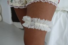 Chasing Cottons: Gorgeous Garter...a Quick How To... I'd like to make my own...or have someone do it for me lol