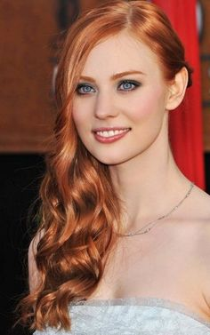 I love her hair!! and the eye makeup! Deborah Ann Woll - Jessica from True Blood #HBO