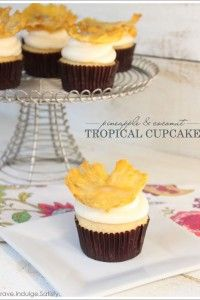 10 Pretty and Tropical Pineapple desserts - nicko's kitchen Tropical Cupcakes, Pineapple Cupcakes, Pineapple Desserts, Tropical Party, Cupcake Flavors, Cupcake Recipes, Cupcake Cakes, Dessert Recipes, Cup Cakes