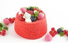 http://www.patisserie-ciel.com/ Génoise et crème de fruits rouges, gelée de framboises et litchis, coulis de framboise et guimauve à la myrtille