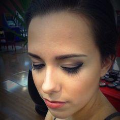 No Circus tem maquiagem?  Tem sim, senhor! Make com delineado perfeito da nossa Carol San Cristobal #make #maquiagem #beauty #fashion #circushair #circuspamplona