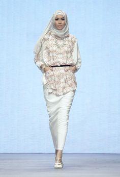 INDONESIA FASHION WEEK RUNWAY IFW 2015 – Ria Miranda for The Executive