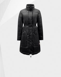Manteau doudoune réalisé dans un tissu au toucher caoutchouté original.