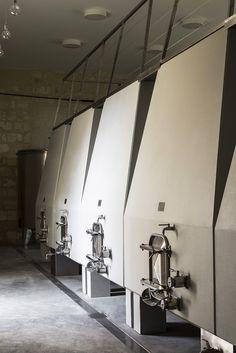 Hekla / interior design / Château d'Anglade / cuvier de vinification / chai viticole / vin / béton / muuto / inox