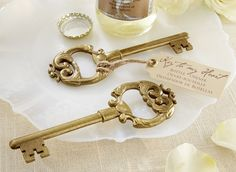 This is a wedding gift I would keep ;) Bottle Opener Antique Key #savoncrafts