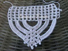 Pensando no NATAL. PAP - Resumido : Iniciar com 16 + 5 correntes para subir e virar. Crochet Shoes Pattern, Crochet Square Patterns, Crochet Motif, Crochet Designs, Crochet Doilies, Crochet Stitches, Knit Crochet, Crochet Home, Crochet Gifts