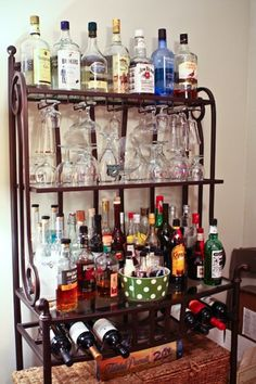 Baker's rack into bar.Not a bad idea if my next kitchen doesnt have room for my quasi-baker's rack.or if it actually has enough cupboard space for all the kitchen stuff. Do It Yourself Furniture, Do It Yourself Home, Bakers Rack Decorating, Liquor Bar, Bar Set Up, Small Bars, Diy Bar, Wine Storage, Bars For Home