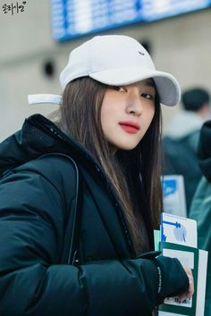 Siyeon Kpop Girl Groups, Kpop Girls, K Pop, Fashion Idol, Fashion Outfits, Lee Si Yeon, Vampire Queen, I Miss Her, Ulzzang Girl