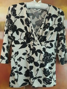 H&M ARTSY FLORAL 3/4 SLEEVE FAUX WRAP TOP NECK BLACK OFF WHITE EVENING CAREER S #HM #Wrap #EveningOccasion