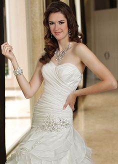 Style 50178 » Wedding Gowns » DaVinci Bridal » Available Colours : Ivory, White (close up)
